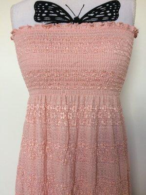 Rosa besticktes Sommerkleid