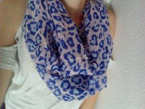 Rosa blauer Schal in Tier-Flecken-Optik
