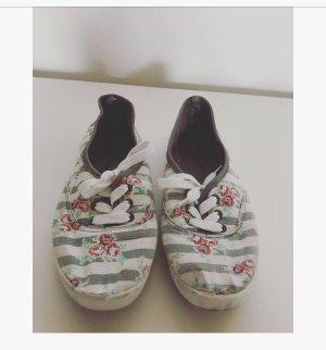 Rosa Blumen Schuhe