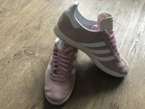 Rosa Gazelle Sneaker