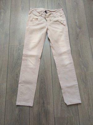 Rosa Jeans der Marke Gang