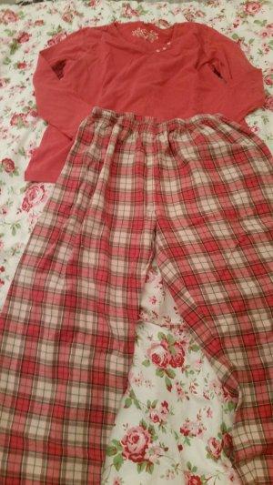 Rosa karierter Schlafanzug