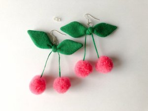Orecchino a pendente rosa-verde bosco