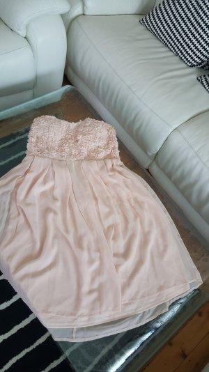 Rosa Kleid mit Rosen