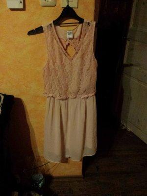 rosa Kleid mit Spitze