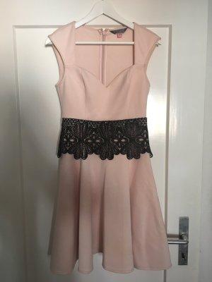 Rosa Kleid von Lipsy London