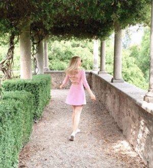 Rosa Kleid von Zara mit Rückenausschnitt
