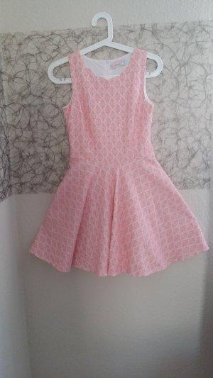 Rosa Kleidchen