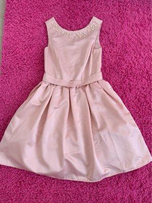 Rosa Kleidchen mit Perlen