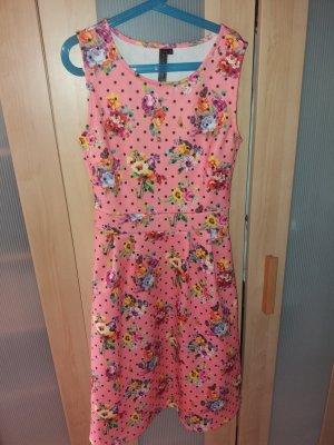 rosa-lachsfarbenes Kleid