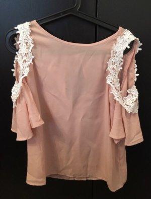 rosa / nude farbende Bluse mit weißer Spitze und freien Schultern