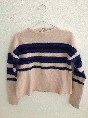 rosa Pullover mit violetten Streifen