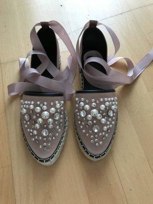 Rosa Sandalen mit Perlen und Schleife