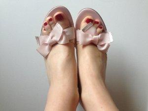 Rosa Sandalette mit Schleife