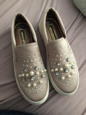 Rosa Schuhe mit Perlen