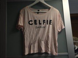 rosa Shirt mit Schrift
