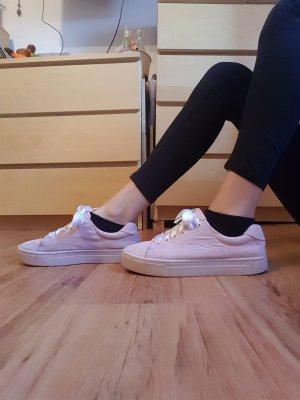 Rosa Sneaker mit Satin Schnürsenkel