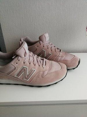 Rosa Sneaker von New Balance Größe 41