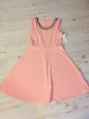 Rosa Sommerkleid mit Perlen
