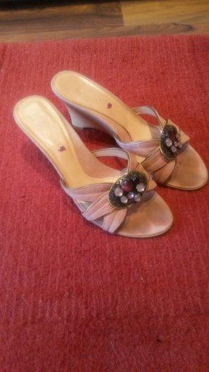 Rosa, steinbesetzte Schuhe von Comma