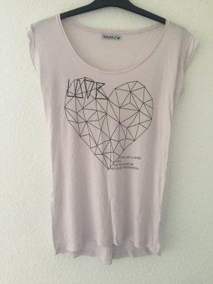 Rosa Tshirt mit Herz Aufdruck