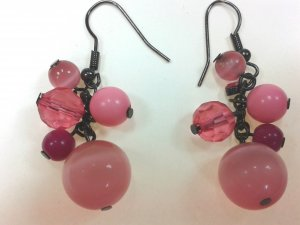 Rosafarbene Ohrringe mit Perlen