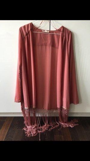 Rosafarbener Kimono mit Fransen