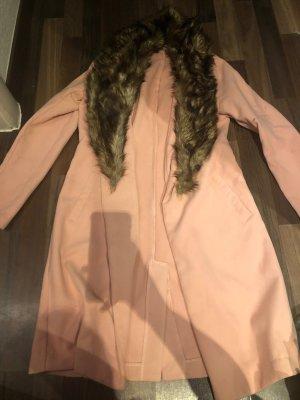Rosafarbener Mantel mit Kunstfell-Pelz
