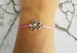 rosafarbenes Armband mit silberner Lotus Blume.NEU und größenverstellbar