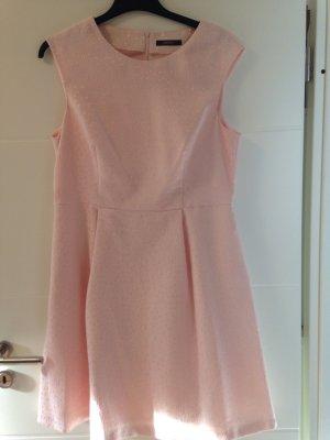 Rosafarbenes ausgestelltes Kleid mit Taschen