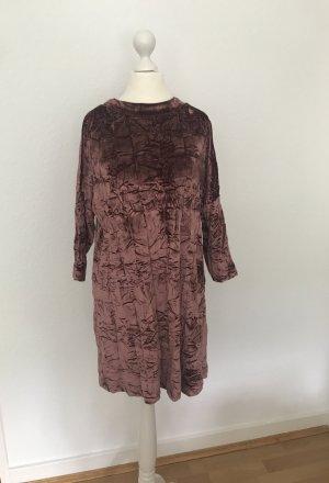 Rosafarbenes Kleid aus Knittersamt von Zara