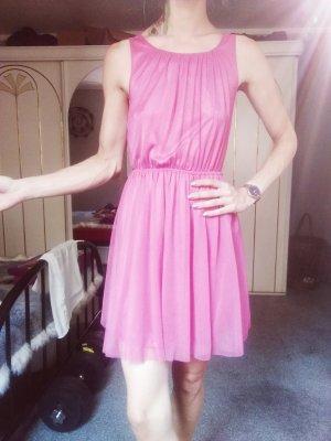Rosafarbenes Kleid aus Tüll