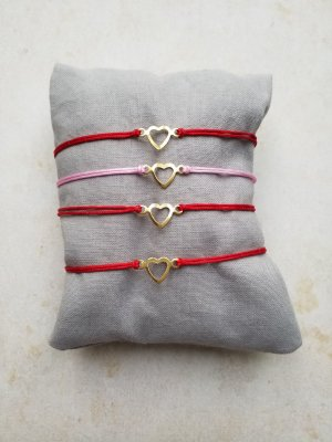 Rosafarbenes Makramee Armband mit goldenem Herz