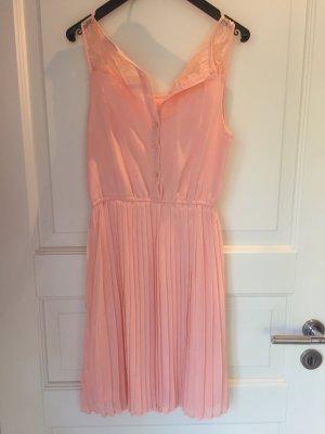 Rosafarbenes Sommerkleid