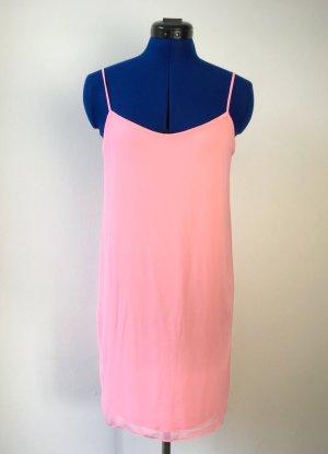 Rosafarbenes Trägerkleid