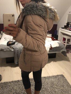 Rosafarbige Winterjacke