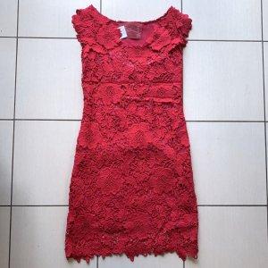 ROSALITA Kleid aus Spitze in kräftigem Pink, Grösse 36