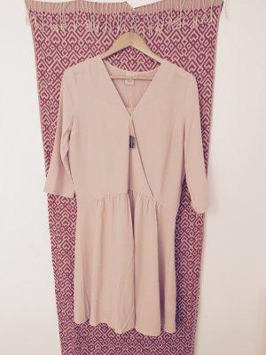Rosanes Kleid von ICHI im 20er Jahre Stil
