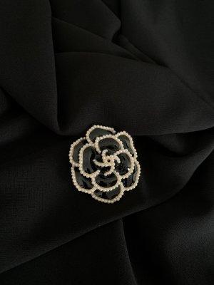 Brooch black-white
