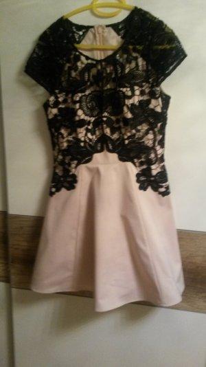 Rose farbendes Häckelspitzen Kleid