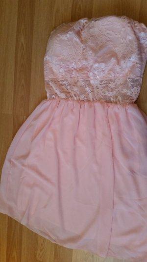 Rose Farbenes Kleid .