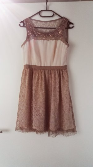 Rose goldenes Kleid mit Spitze