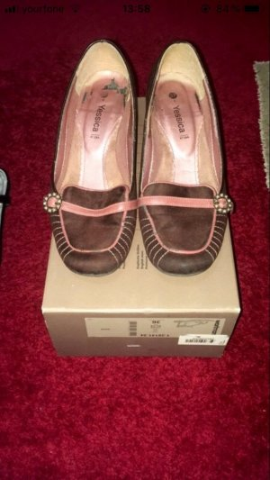 Rosé/lila farbende Schuhe