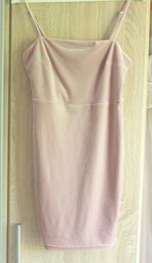Roséfarbendes Kleid aus Samt