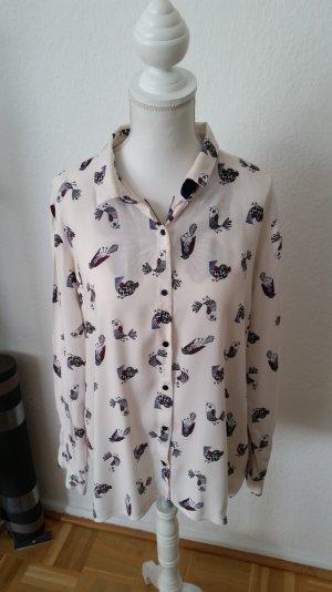 Roséfarbene Bluse von Zara mit Vogelprint. Hinten etwas länger.