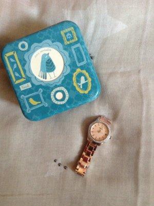 roséfarbene Quarzuhr von Fossil mit Strasssteinchen+ Sammlerdose