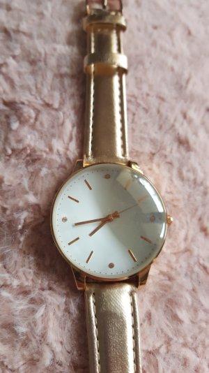 Rosegold farbene Uhr