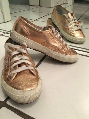 Rosegoldene Sneaker von Superga