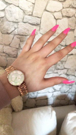 Horloge met metalen riempje roségoud