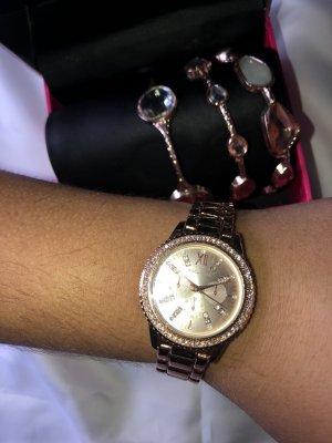 Roségoldene Uhr im Set